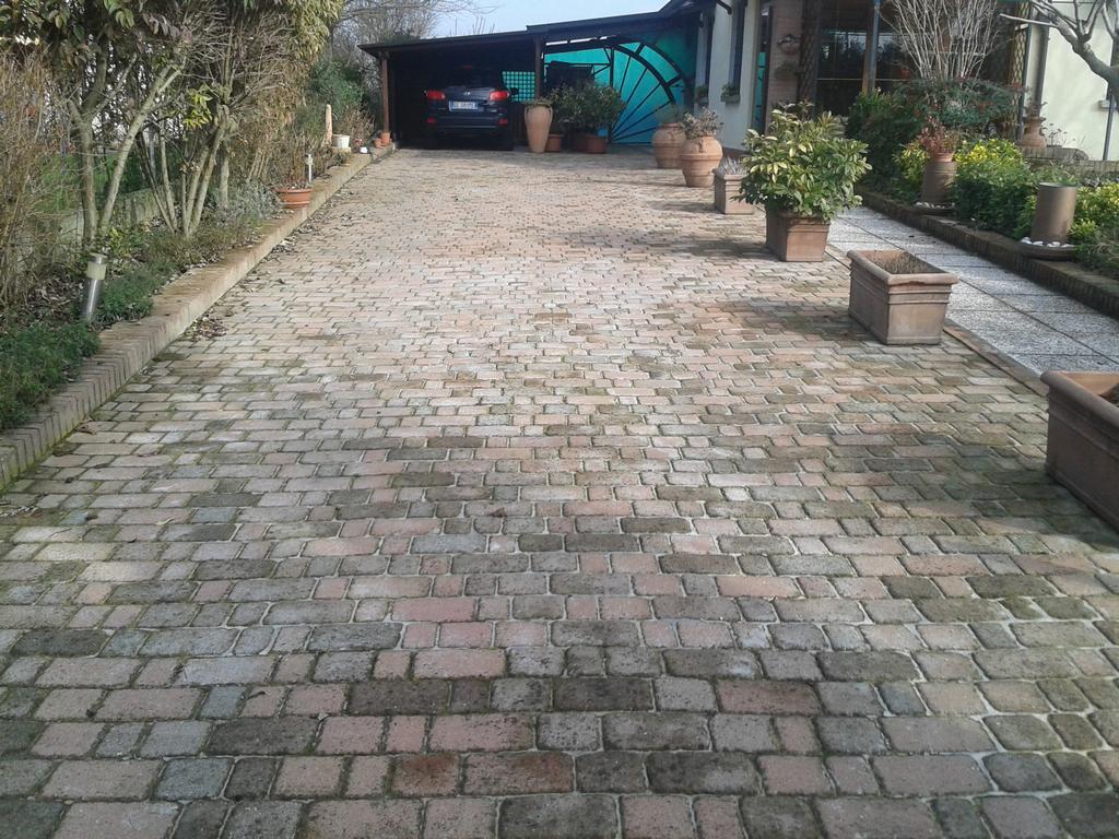 Pavimentazione esterna fabbrico via cascina 26 for Pavimenti per case moderne